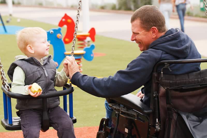 Père handicapé et enfant