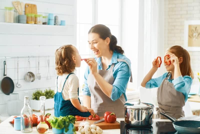 Cuisiner avec son Enfant : Voyage sensoriel autour du monde