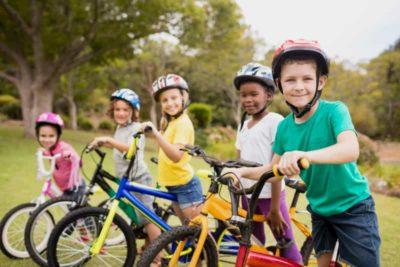 Enfants en vélo