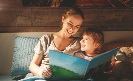 Lecture mère et enfant