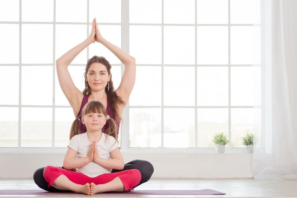 Faire du Yoga avec ses Enfants : 6 exercices faciles