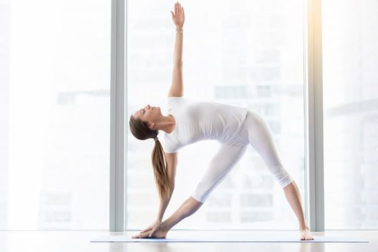 Yoga posture du triangle