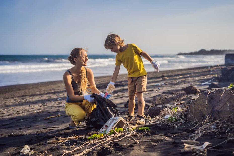 Ramasser les déchets avec ses enfants