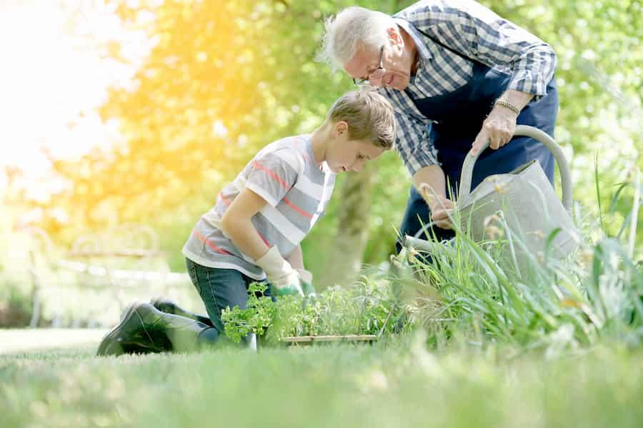Jardiner avec ses enfants