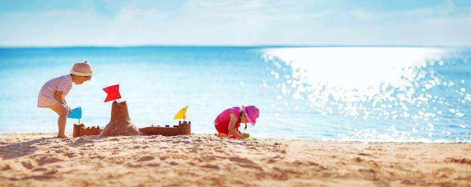 Enfants en vacances à la mer