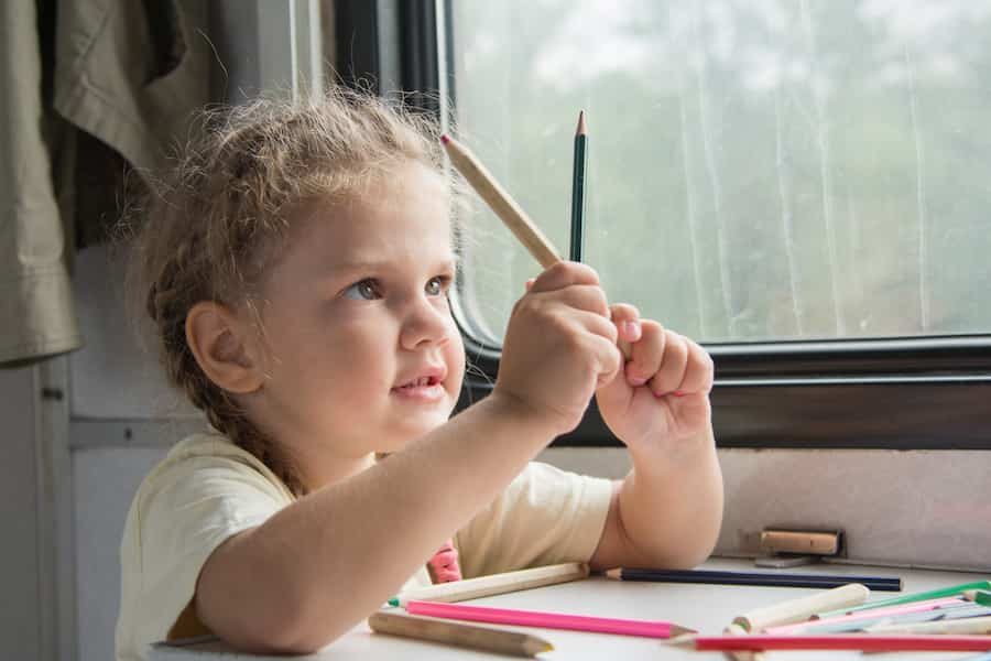 Activités pour voyager en train avec des enfants